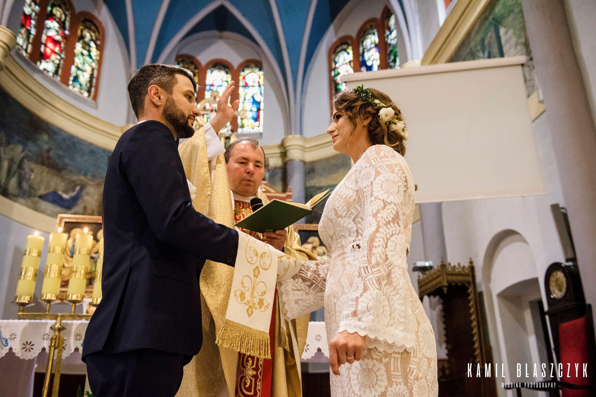 Przysięga małżeńska Pawła i Marzenki podczas ślubu w Olsztynie