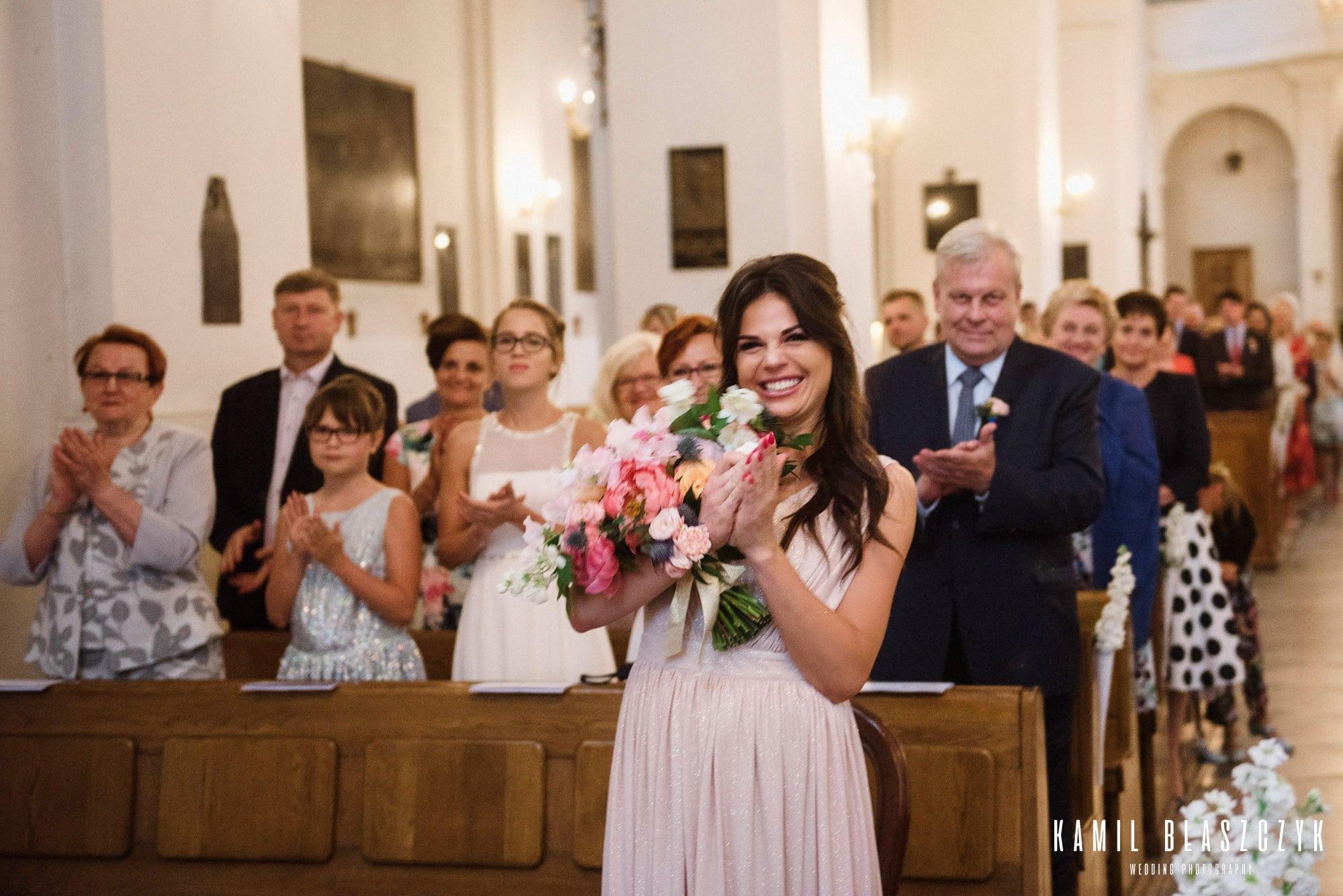 Aplauz, brawo po ceremonii zaślubin