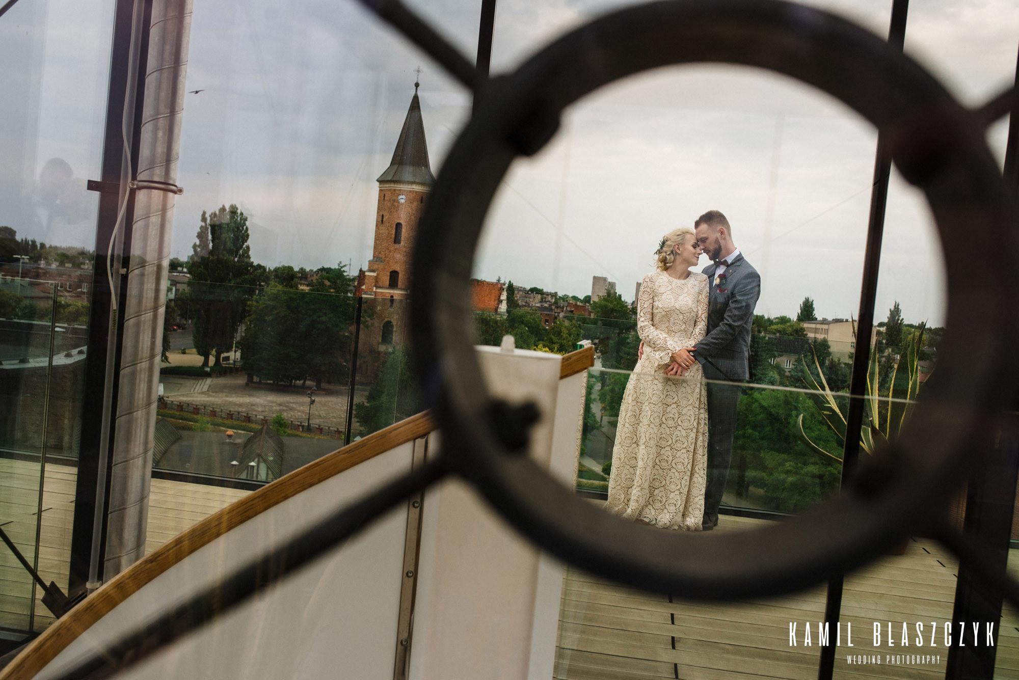 Sesja ślubna na dachu hotelu Fabryka Wełny w Pabianicach