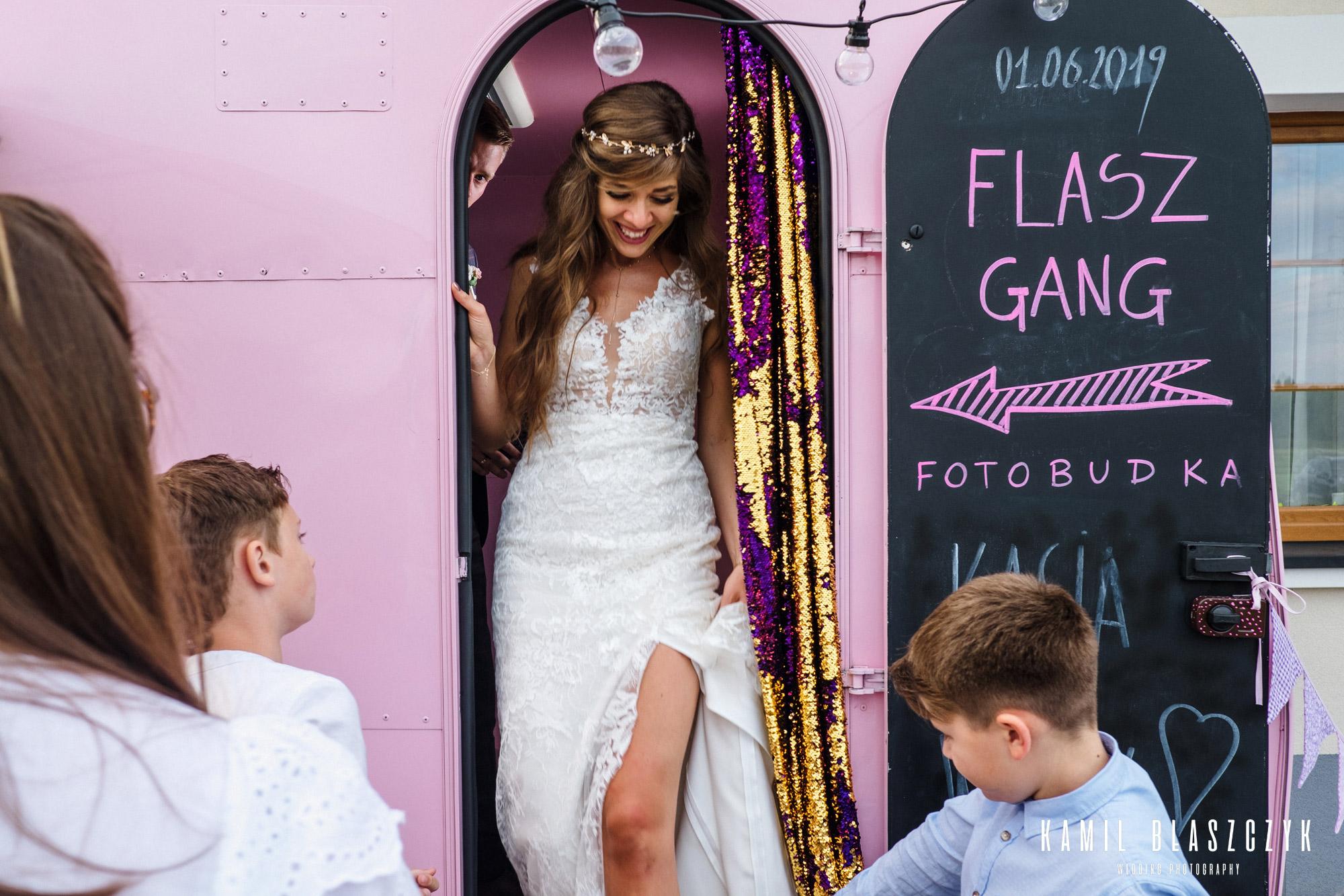 fotobudka na wesele w przyczepie campingowej