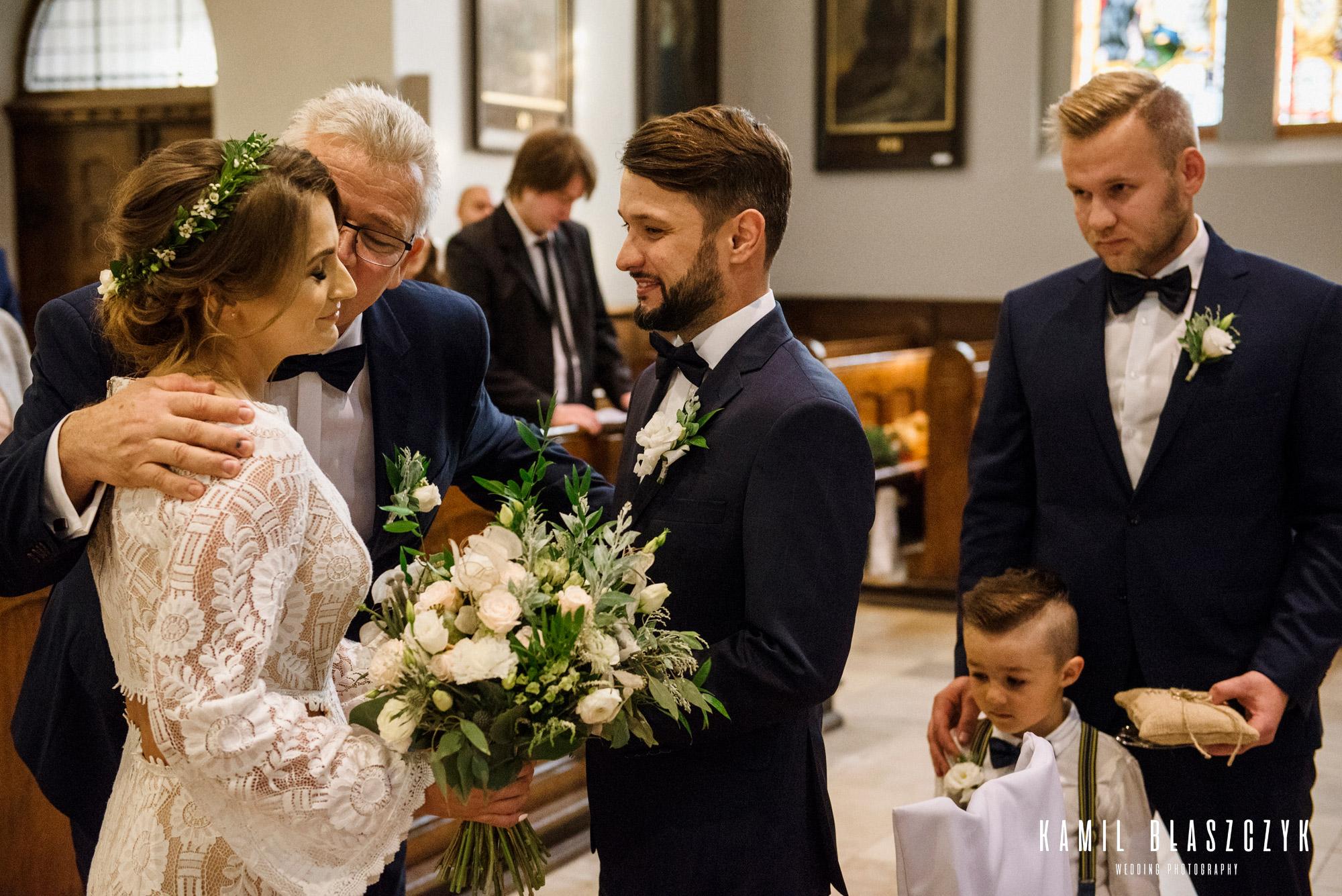 Oddanie córki przez Ojca na ślubie