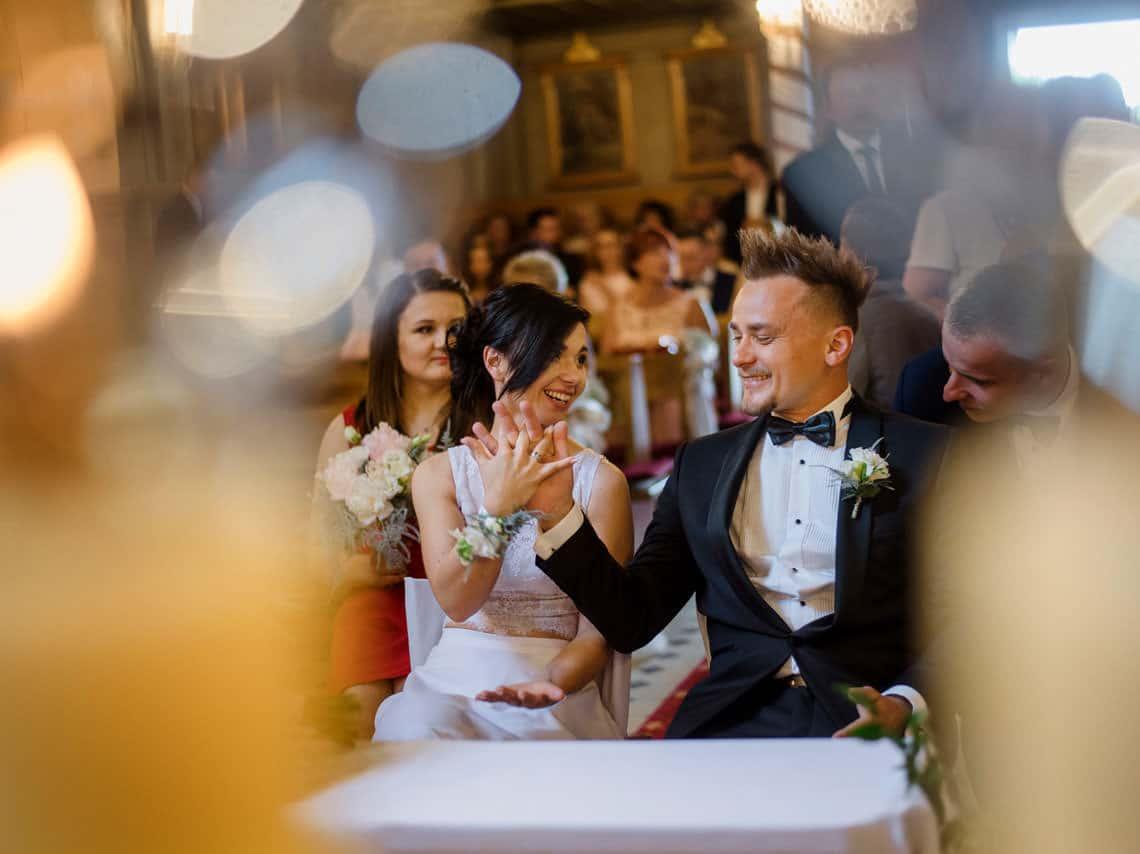 Fotografia ślubna łódź - zdjęcia ze ślubu Grześka i Ewy w Kościele